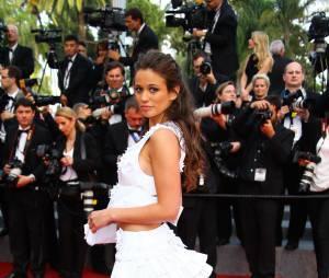 Lucie Lucas sexy lors de la montée des marches du film Sicario à Cannes le 19 mai 2015