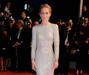 Emily Blunt lors de la montée des marches du film Sicario à Cannes le 19 mai 2015