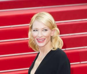 Cate Blanchett lors de la montée des marches du film Sicario à Cannes le 19 mai 2015