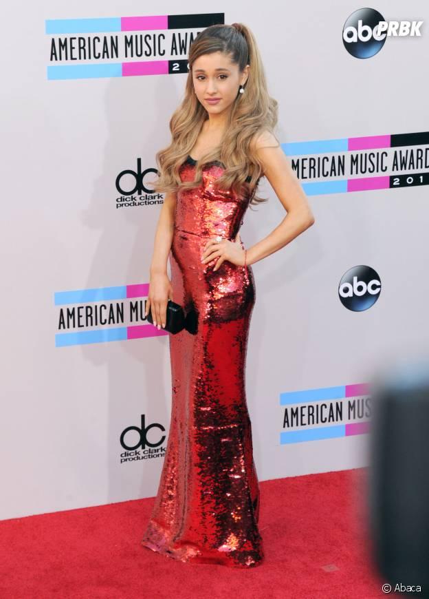 Ariana en blonde