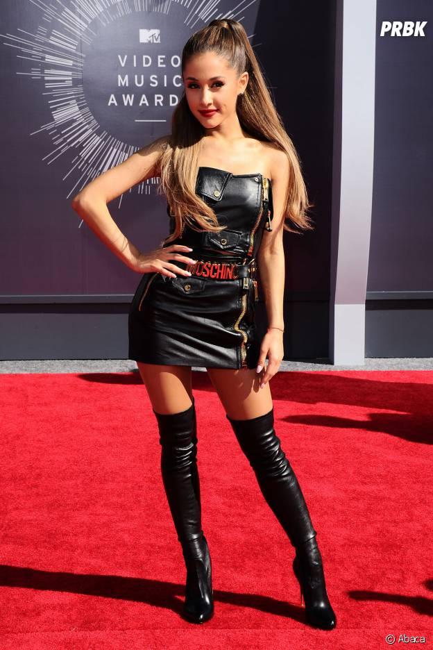 Ariana sexy en cuir
