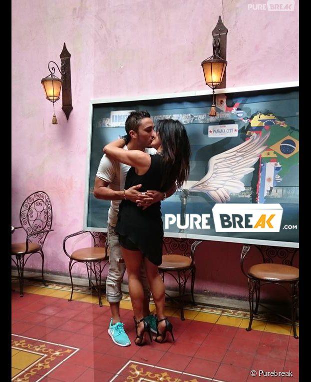 Vivian et Nathalie (Les Anges 7) en couple : bisou sur la bouche au Barrio Latino à Paris, le 26 mai 2015