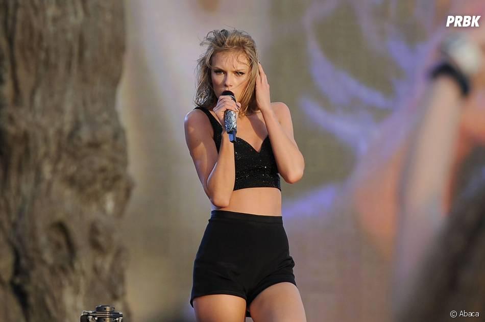 Taylor Swift très sexy lors de son concert à Londres, le 27 juin 2015
