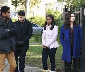 Murder saison 1 : Wes, Connor, Michaela, Laurel et Asher sur une photo