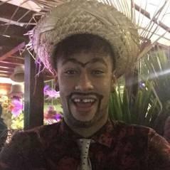 """Neymar : monosourcil et dent cassée, la star se déguise en """"moche"""""""