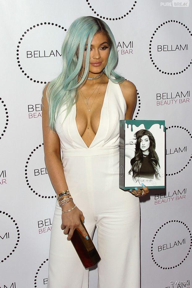 Kylie Jenner : cheveux bleus et décolleté XL, le 9 juillet 2015 à Los Angeles