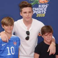 Brooklyn Beckham : grand frère sexy et attentionné aux Kids' Choice Sports Awards 2015