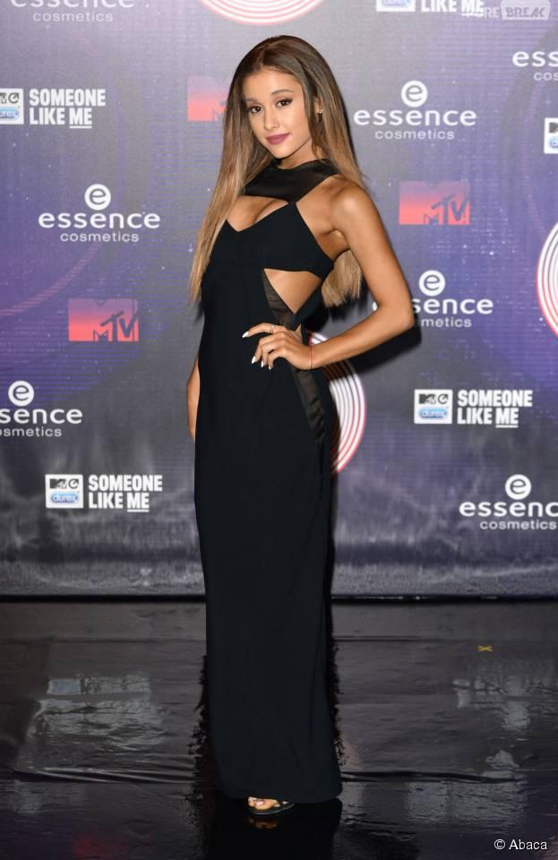 Ariana Grande : de retour sur scène, elle s'excuse encore après le Donut-Gate