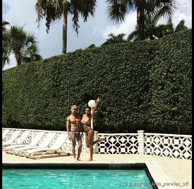Julia Paredes (Les Anges 7) sexy en bikini au côté de Benoît Dubois, à Miami, le 18 juillet 2015