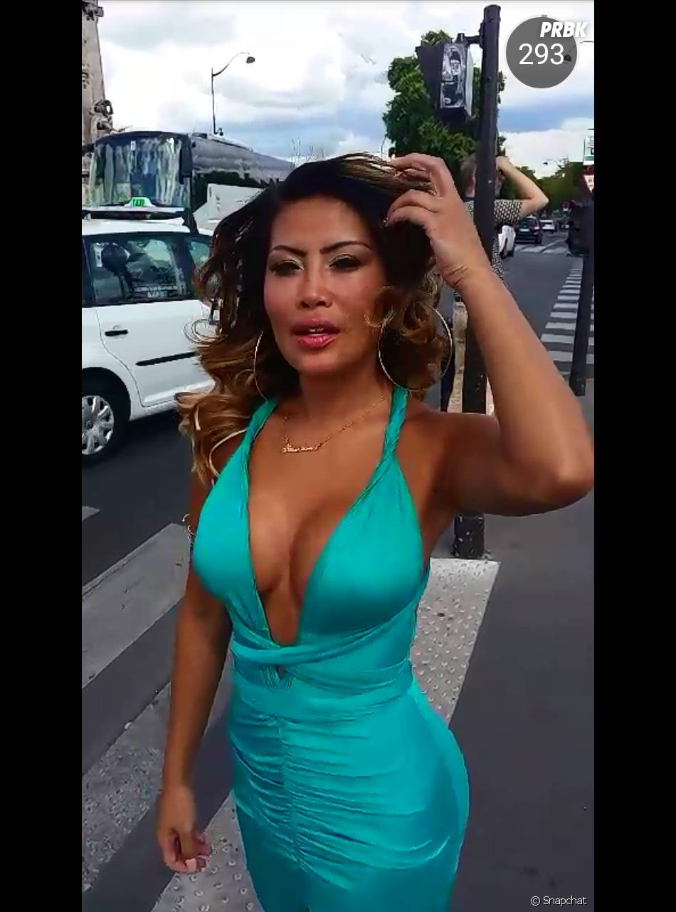 Parisa (Les Marseillais en Thaïlande) fait la promotion de sa marque de robes sur Snapchat