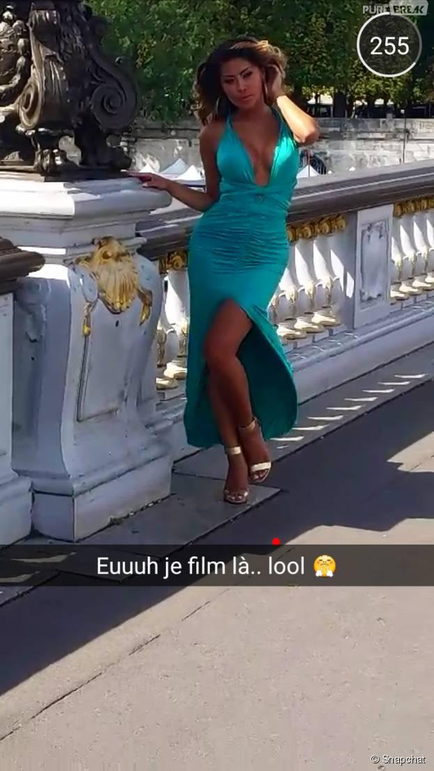 Parisa (Les Marseillais en Thaïlande) sexy et décolletée sur Snapchat, pendant un shooting