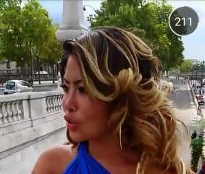 Parisa (Les Marseillais en Thaïlande) sexy en robe bleue