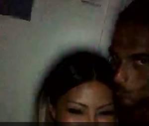 Les Marseillais en Thaïlande : Parisa et Julien proches pendant une soirée dans une boite, en Corse, le 23 juillet 2015