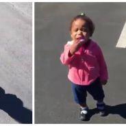 Une petite fille TERRIFIÉE après avoir découvert... son ombre. Sa réaction est trop mignonne !
