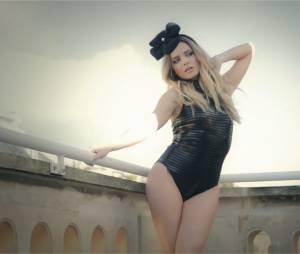 Clara Morgane sexy et à moitié nue dans le making of de son calendrier 2016