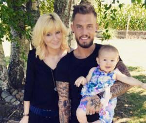 Steven (Les Anges 7) pose avec sa fille Lyvia et son ex Cindy