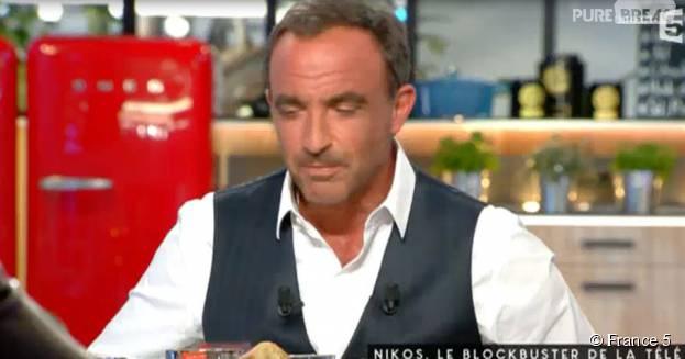 Nikos Aliagas invité sur le plateau de C à Vous, le 14 octobre 2015, sur France 5