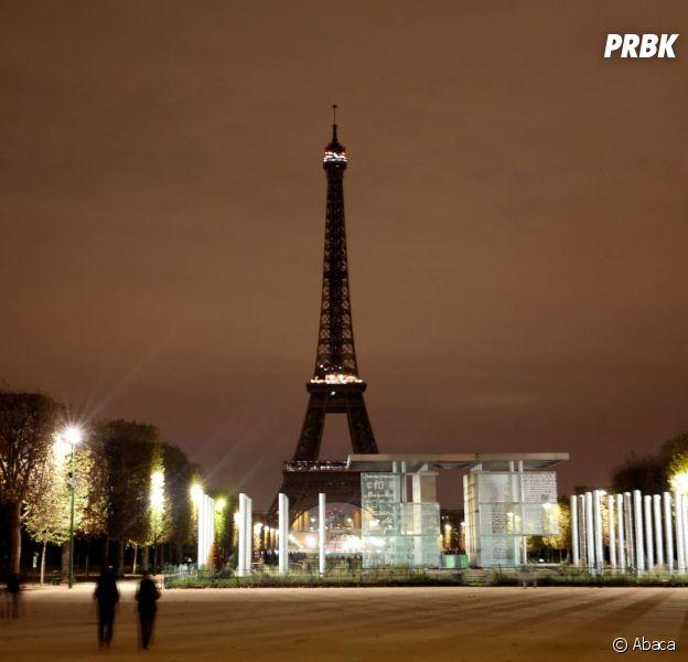 La tour Eiffel éteinte le 14 novembre 2015 en hommage aux victimes des attentats de Paris