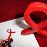 Christophe Beaugrand, Cristina Cordula, David Beckham... les stars se mobilisent contre le sida