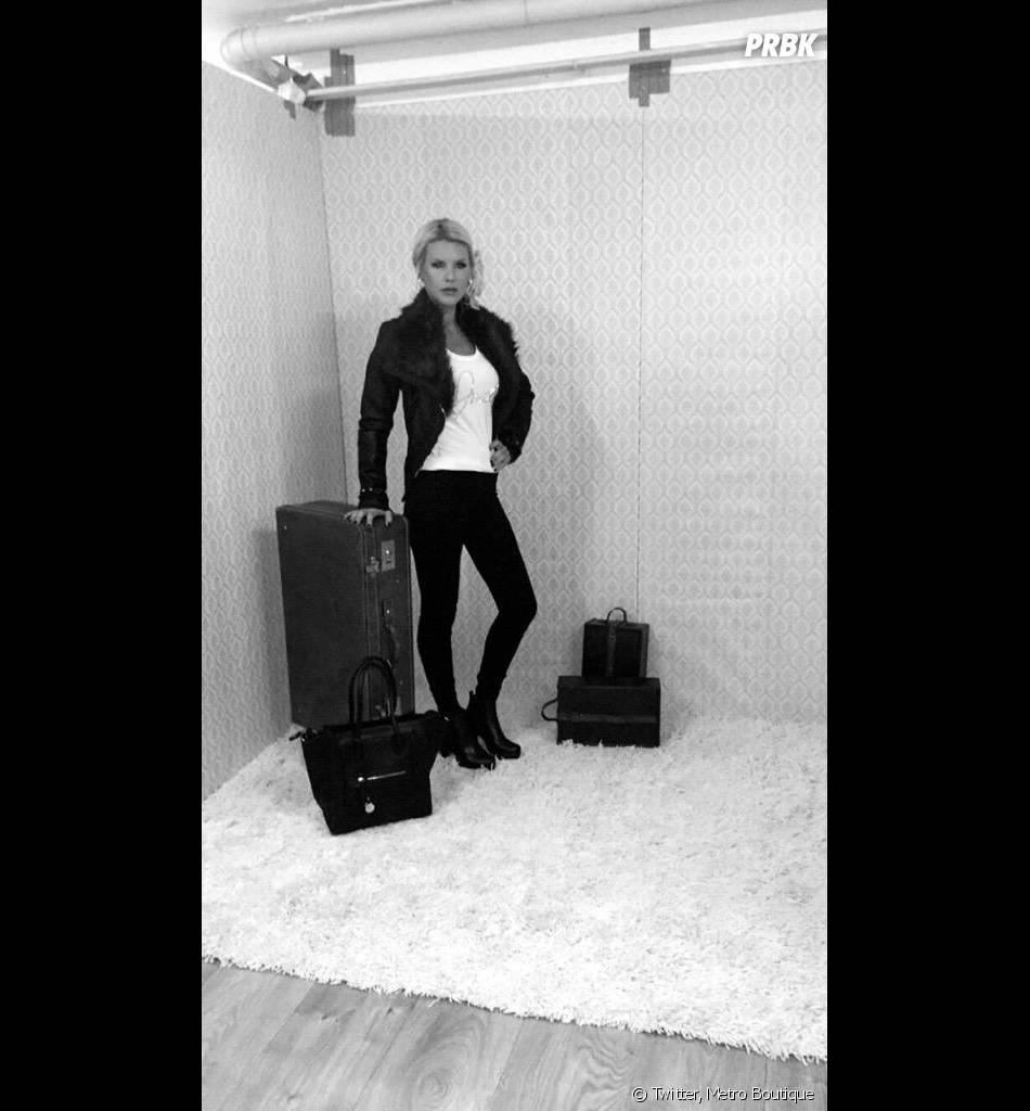 Amélie Neten décontractée pour le shooting de sa collection de vêtements pour Métro Boutique