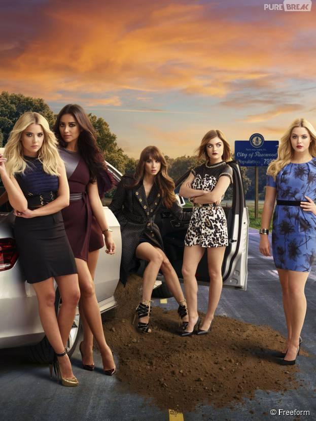 Pretty Little Liars saison 6 : Ashley Benson, Shay Mitchell, Troian Bellisario, Lucy Hale et Sasha Pieterse sur une photo promo