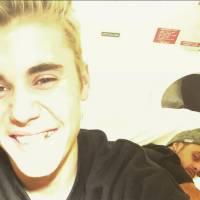 Justin Bieber se fait poser... une dent en or : ses fans choqués sur Twitter