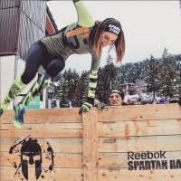 Laury Thilleman : sportive et courageuse dans la neige à la Spartan Winter Race de Valmorel