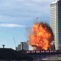"""Londres : un bus explose en pleine rue... """"à cause"""" de Jackie Chan"""
