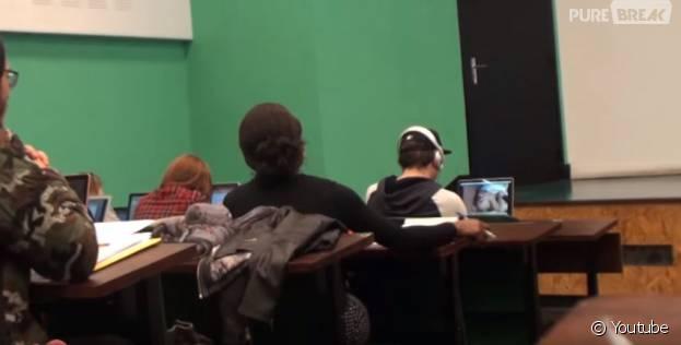 Caméra cachée : il regarde un porno en public et se fait surprendre