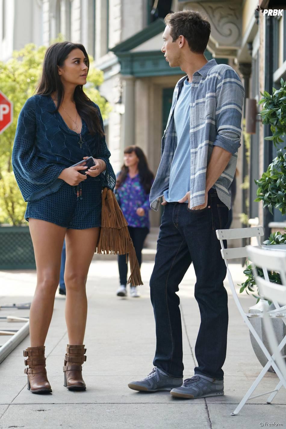 Pretty Little Liars saison 6, épisode 17 : Emily (Shay Mitchell) sur une photo