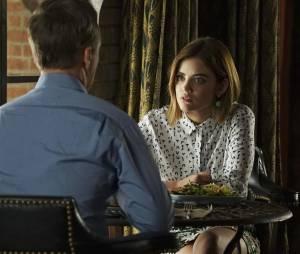 Pretty Little Liars saison 6, épisode 17 : Aria (Lucy Hale) sur une photo