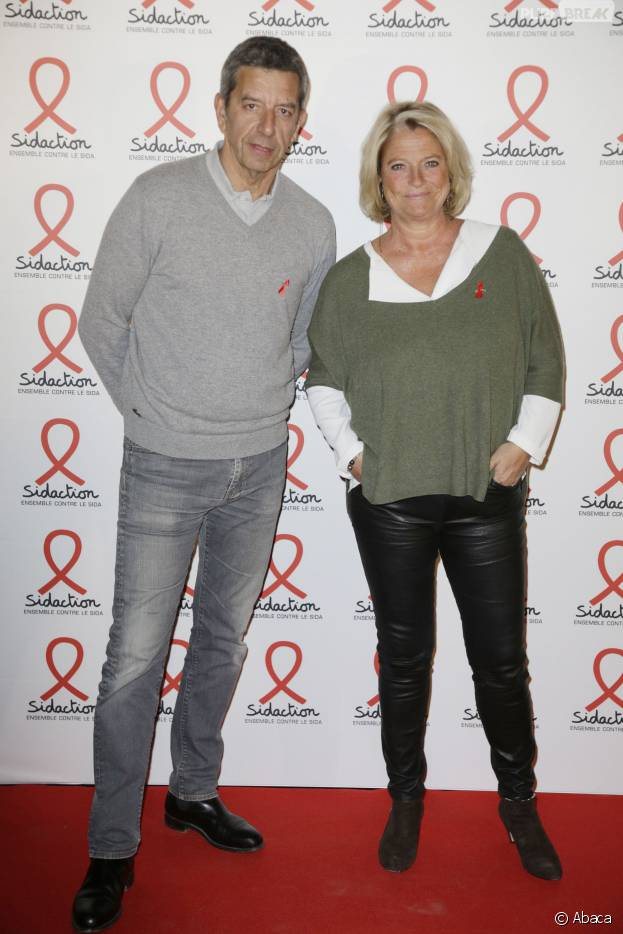michel cym s et marina carr re d 39 encausse la soir e du sidaction 2016 le 7 mars 2016. Black Bedroom Furniture Sets. Home Design Ideas