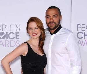 Sarah Drew et Jesse Williams sur une photo