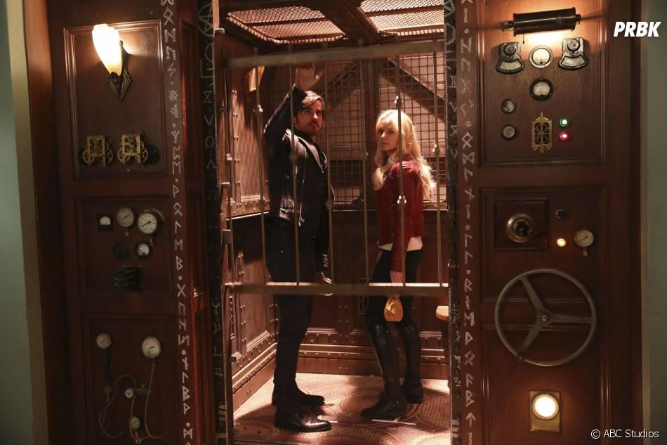 Once Upon a Time saison 5, épiosde 20 : Emma (Jennifer Morrison) et Hook (Colin O'Donoghue) sur une photo