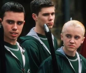 Jamie Yeates aka Marcus Flint (Harry Potter et la chambre des secrets), entouré de ses amis de Serpentard.