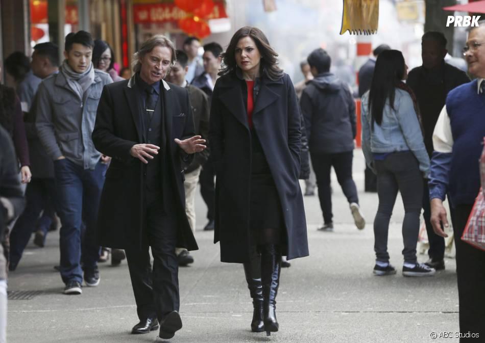 Once Upon a Time saison 5, épisode 23 : Regina (Lana Parrilla) et Rumple (Robert Carlyle) sur une photo