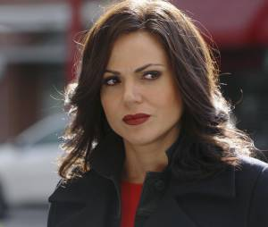 Once Upon a Time saison 5, épisode 23 : Regina (Lana Parrilla) sur une photo