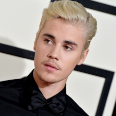 Justin Bieber jette le cadeau d'une fan sous ses yeux : la vidéo polémique