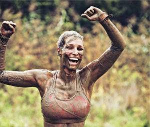 Laury Thilleman sportive sexy pour la Spartan Race de Paris le 4 juin 2016