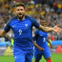 M. Pokora, Serge Aurier... Les stars fêtent la victoire de la France face à la Roumanie