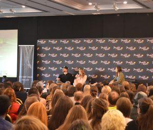 Teddy Sears et Shantel VanSanten en plein panel à la convention Super Heroes Con 2 le 11 juin 2016