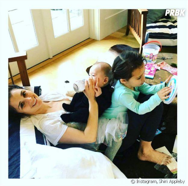 Roswell : Shiri Appleby et ses deux enfants