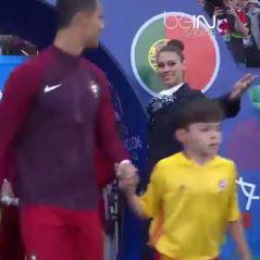 Euro 2016 : Cristiano Ronaldo craque pour une hôtesse pendant le match Portugal - Islande 😍