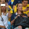 Fiona Cabaye avec les femmes des Bleus lors de la Coupe du Monde 2014 au Brésil