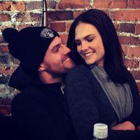 Stephen Amell : un faux mariage avec Cassandra Jean ? La star de Arrow pousse un coup de gueule 😤