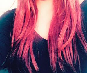 Anaïs Camizuli dévoile sa nouvelle couleur de cheveux