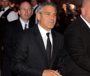 George Clooney soutiendrait Brad Pitt en plein divorce avec Angelina Jolie.