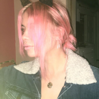 Ashley Benson (Pretty Little Liars) ose les cheveux rose pour son anniversaire 💇