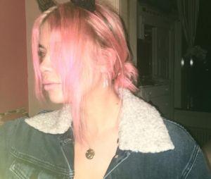 Ashley Benson (Pretty Little Liars) ose les cheveux rose pour son anniversaire