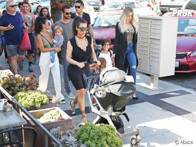 Kim Kardashian avec North et Saint West et toute la famille réunie pour l'anniversaire de sa grand-mère Mary Jo Campbell.
